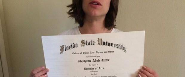 Üniversite Mezunu Kadın Diplomasını Satıyor