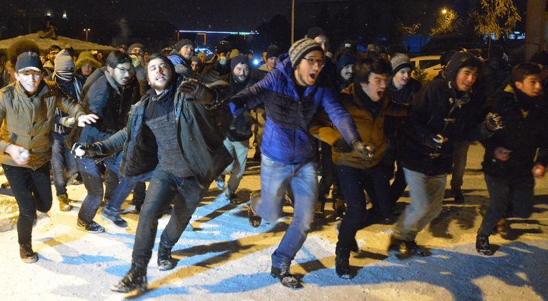 Üniversite Öğrencilerinin Kar Topu Savaşı
