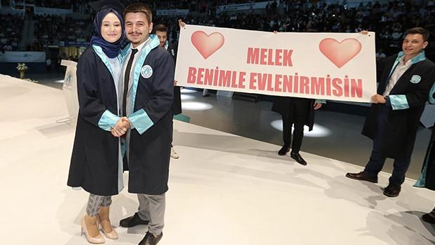 Diplomayı Birlikte Aldılar, Sıra Evlilik Cüzdanında!