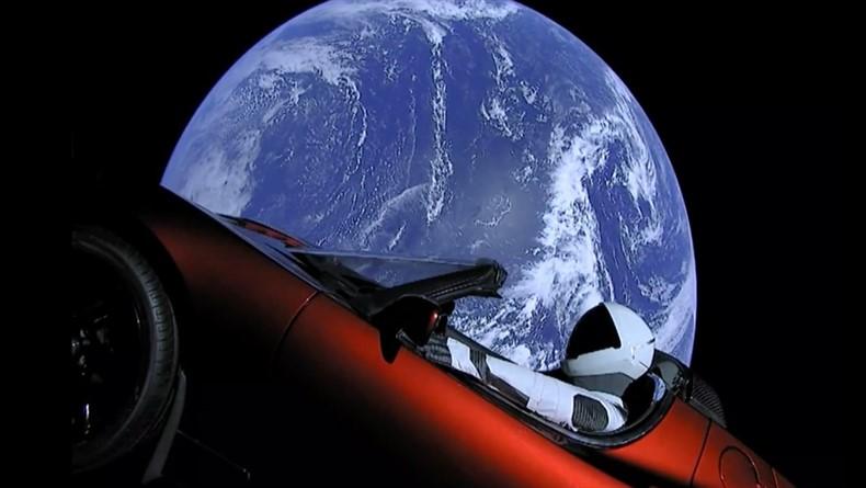 SpaceX'in Uzaya Gönderdiği Tesla Roadster'ı Yolculuğunda Neler Bekliyor?