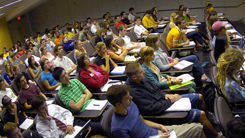 Öğrenci Kariyeri - : Lise Öğrencileri Sınavda Kopya Çekmesinler Diye Tüm Ülkenin İnterneti Kesildi