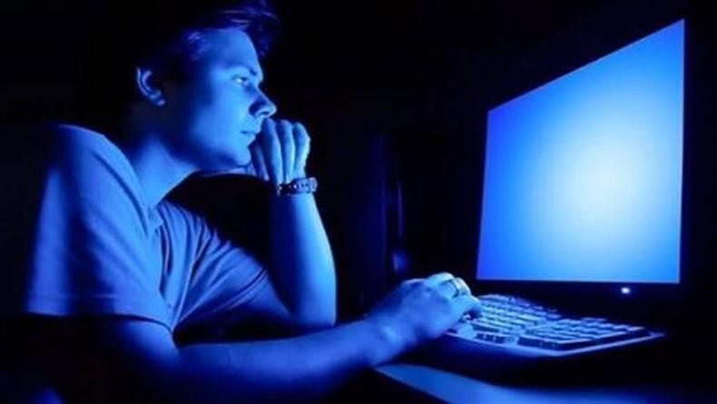 """Ekran Başında Olanlara: """"Ekran Önünde Geçirilen Süre Gençlerin Psikolojisini Etkilemiyor."""""""