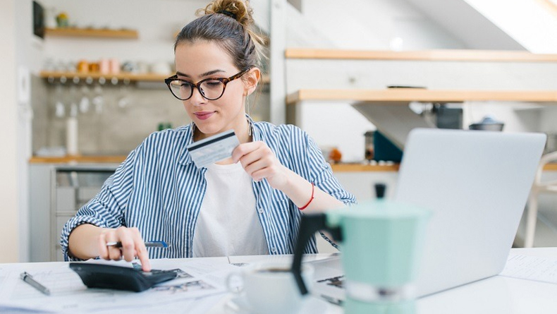 Öğrenci Kariyeri - Gündem: Uzmanından Üniversitelilere 4 Ekonomi Tavsiyesi