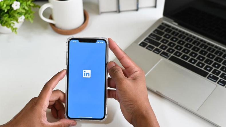 Öğrenci Kariyeri - : LinkedIn'e Şok Suçlama: Apple Cihazlarda Klavye Girişini Kopyalıyor Mu?