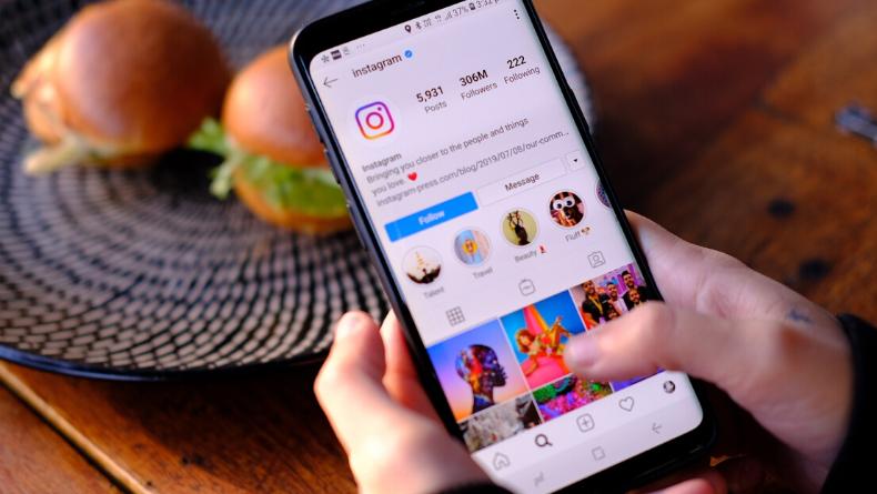 Yeni Yapılan Bir Araştırmaya Göre Instagram'da Selfie Paylaşanlar Diğer Kullanıcılara Göre Daha Mutlu