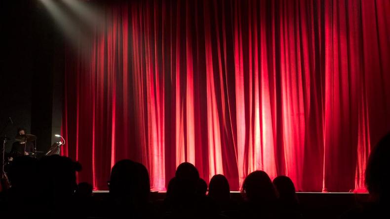 Öğrenci Kariyeri - : Sahne Işığı Etkisini Biliyor Musun?
