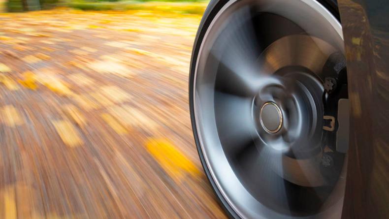 Öğrenci Kariyeri - Kişisel Gelişim: Çok Hızlı Giden Arabaların Tekerlekleri Neden Duruyormuş Gibi Gözükür ?