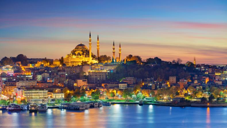 Öğrenci Kariyeri - Kültür & Sanat: İstanbul'u Dinliyoruz Gözlerimiz Kapalı: Yüreğinize Dokunacak 5 İstanbul Şiiri
