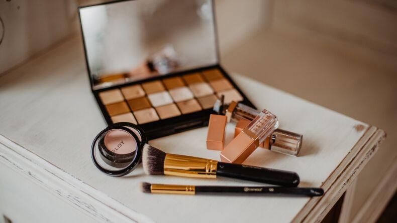 Öğrenci Kariyeri: Görünmeyen Tehlike: Kozmetik Ürünlerdeki Kimyasallar