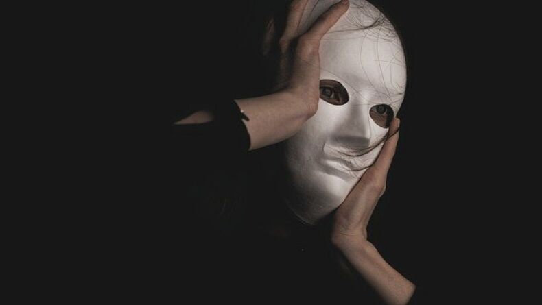 Kişilerin Sahte Kişilerle Değiştirildiğine İnanmak: Capgras Sendromu