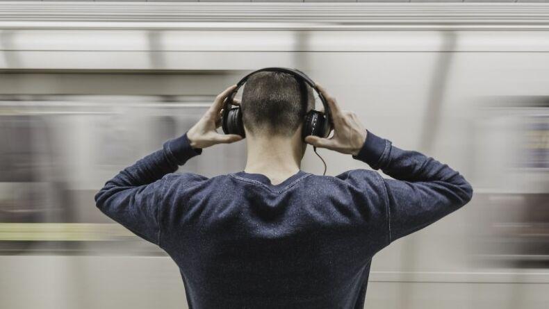 Uzun Süre Kulaklık Takanların Yaşayabileceği Sağlık Problemleri