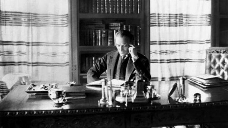 Atatürk'ün Severek Okuduğu Bu 4 Kitabı Kesinlikle Siz de Okumalısınız!
