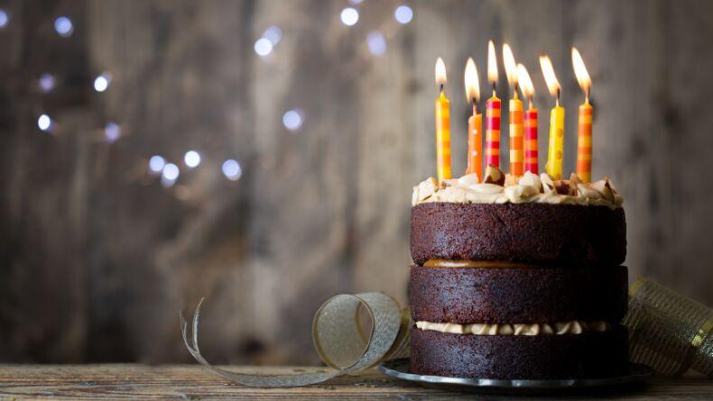 Doğum Günlerinde Neden Pasta Kesip, Mum Üflüyoruz?