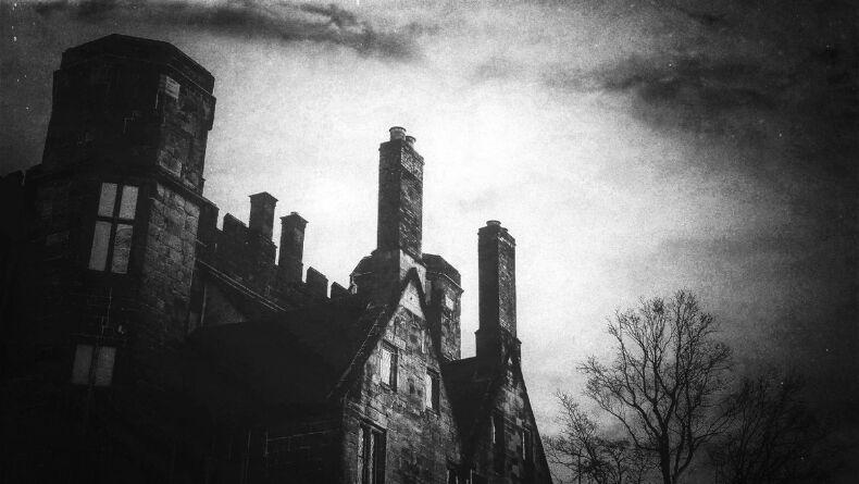 Gotik Edebiyatın Gizemli Doğasını Sevdirecek Kitap Önerileri