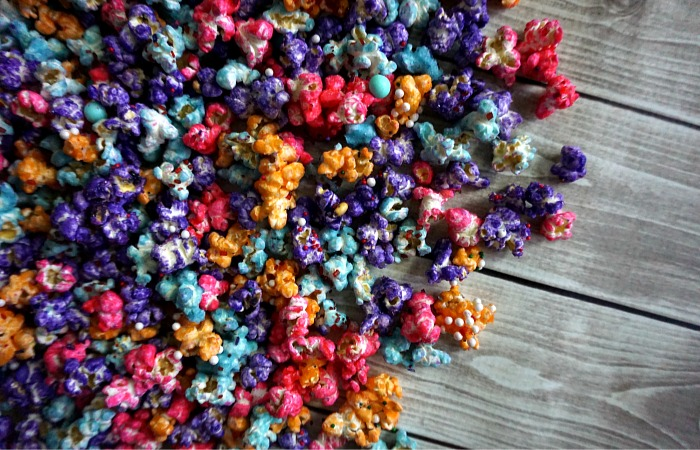 how-to-make-colored-popcorn-at-home-feature